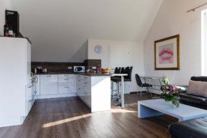 Küche mit Tresen in der Honeymoon 3